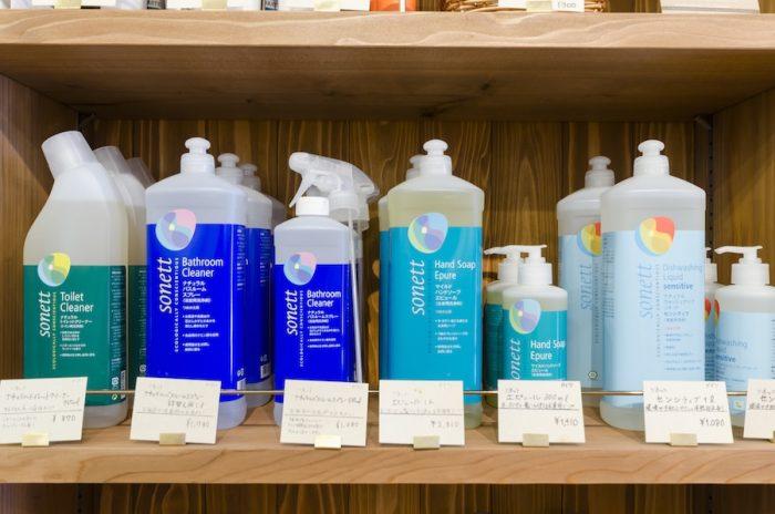 ドイツ「ソネット」のオーガニック洗剤。植物性、鉱物性原材料のみを使用した製品は使用後すべて自然分解する。人の手肌にも優しい。