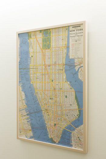 マンハッタンのポスター。廊下もギャラリーのように楽しめる。