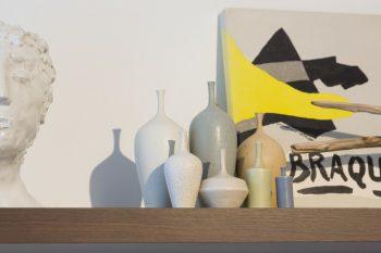 松本のアーティスト、和田麻美子氏のアースカラーの陶器がお気に入り。