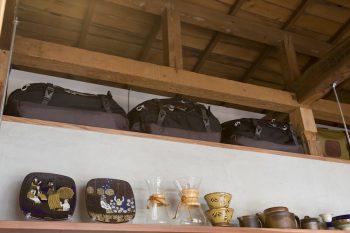 同じオスプレイのバッグが3つ並ぶ。「複数個購入するのが近藤流の収納をスッキリ見せるコツです(笑)」