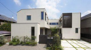 ヘーベルハウスの実例中庭に向けて暮らしを設計光や風、緑のゆとりある3世帯