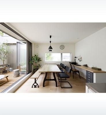ヘーベルハウスの実例空に開かれた2階バルコニーやスキップフロアで開放的に