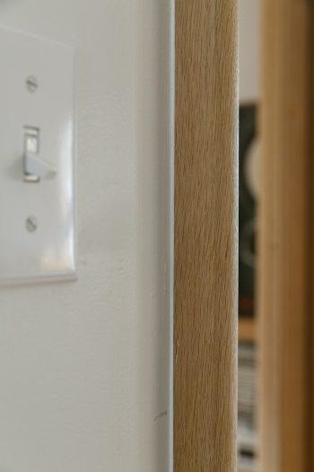 ドア枠は削って、丸みを持たせた仕上げに。この加工のためにアメリカから専用工具を買ってきたそうだ。