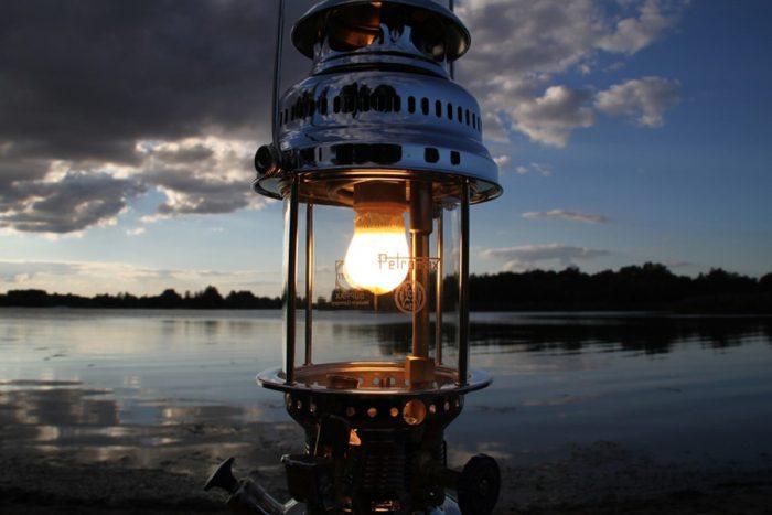 灯油独特のやさしい明かりが魅力。