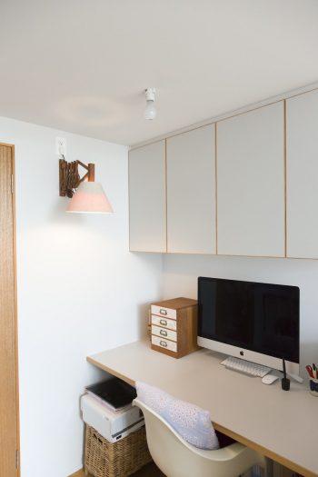 リビングの一角にある糸乃さんの仕事スペース。