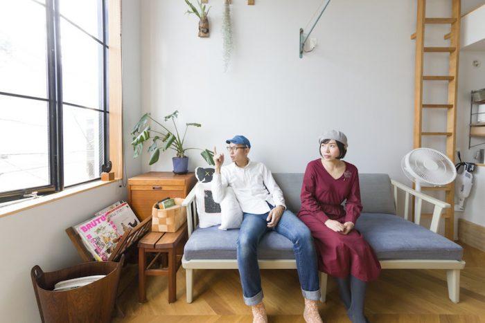 晶崇さんと糸乃さん。晶崇さんは国立の築50年の民家を開放したスペース「やぼろじ」で、書店兼ギャラリーも営む。