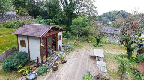 緑が生活の中心にある暮らし自然に包まれた鎌倉山の庭には念願のアトリエも