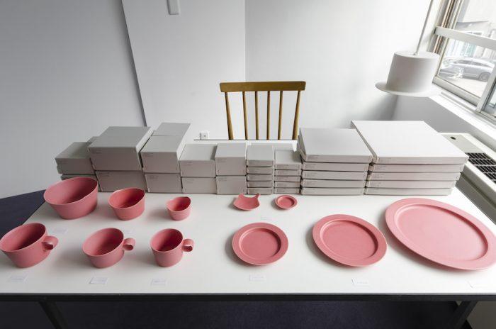 イイホシさんのプロダクト第一作「un jour」。ピンクは直営店限定のカラー。