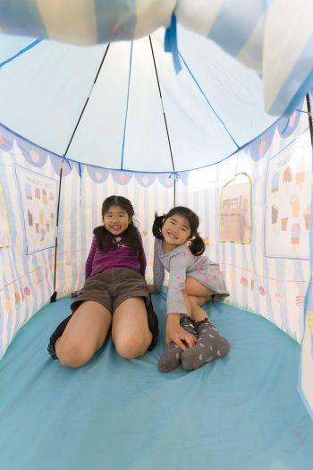 北海道の祖母(朋子さんの母)に買ってもらったフライングタイガーのテントは、南々星ちゃん4歳(昨年)の誕生日プレゼント。