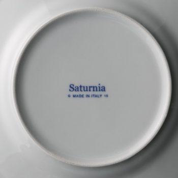 インク色が映えるSaturniaの刻印。