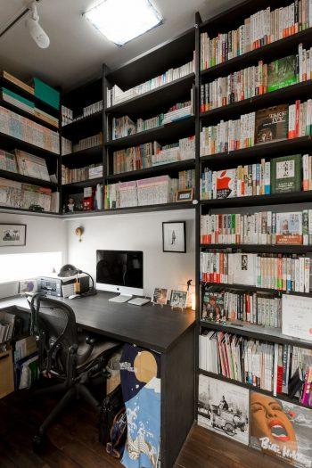 2階の書斎。蔵書が多いため、本がちゃんと納まる空間をつくるのもSさんからの要望のひとつだった。