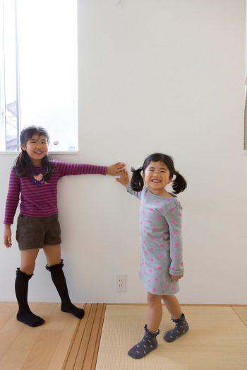 照明のスイッチは子どもが使いやすい位置に。目線より低めにすることで邪魔にならないという利点も。