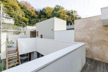寝室前から佐藤さんの趣味の部屋と奥さんの趣味の部屋(いちばん奥)を見る。