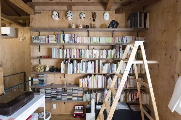 toolboxの本棚設置サービスを使って作った壁一面の本棚。