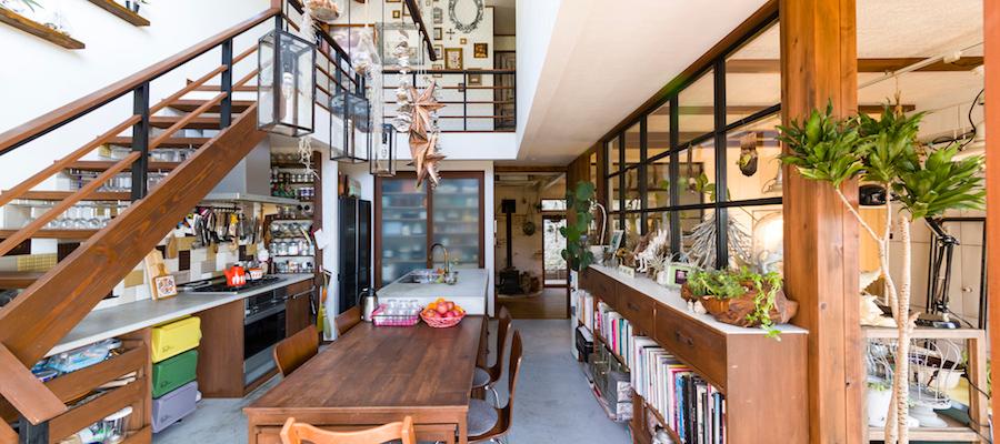 葉山の自然と一体にキッチュなのに温かい自由に楽しむ海沿いの家