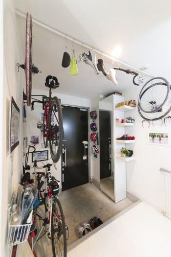 「子どもと一緒にできる趣味が欲しい」(信男さん)と7年ほど前に始めた自転車。3月にはファミリーで参加するレースがあり、表彰台を狙っているそう。