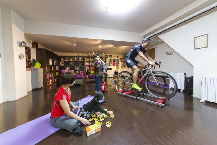 34畳の地下空間は、ヨガスタジオ、シアタールーム、トレーニングルーム、プレイルームなど多目的に利用。