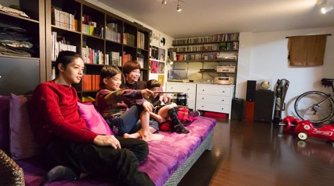 """マルチに使える地下空間人生を楽しむ""""シンプルな箱""""しなやかで可変性に富んだ家"""