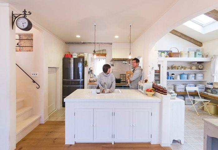 家族の会話が自然と生まれるアイランドキッチン。
