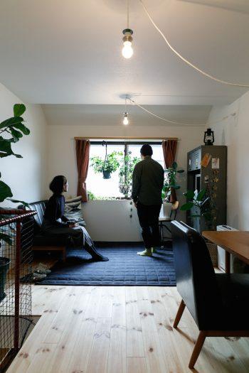 メゾネットの2階部分はリビングとして使っている。ロフトがあるため、寝室と収納にあてている。