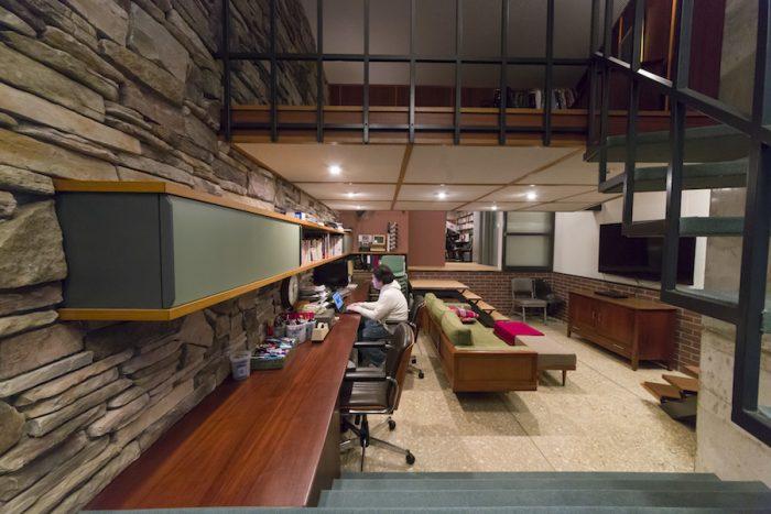 地下の仕事と趣味の部屋は、1〜3階の住居とはインテリアデザイナーを変え、HOUSE TRADに依頼。