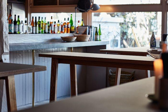 立ち飲みとはいえ、フードもドリンクもメニュー豊富で、長居する客も少なくない。ゆくゆくは着席スタイルのレストランになる予定だ。
