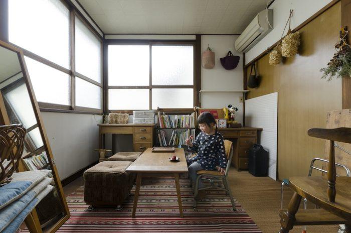 玄関を入ったところにある小上がりの部屋は、長女・葉ちゃんの子供部屋に。