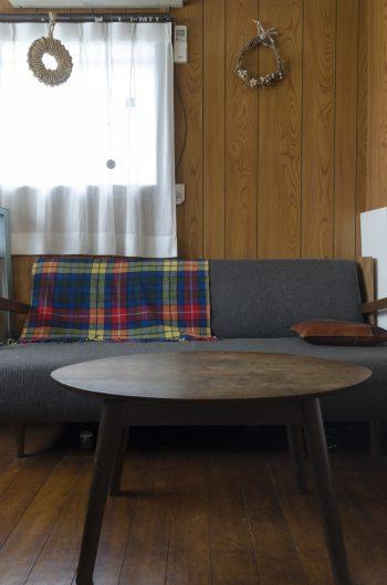 家族で寛ぐダイニングのソファーは、結婚時にスタンダードトレードで購入。