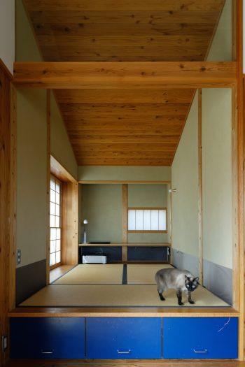 和室は小上がりにして、収納を設けている。愛猫コハクも和室がお気に入りだが、障子に穴を開けたりするのでちょっと困っているそうだ。