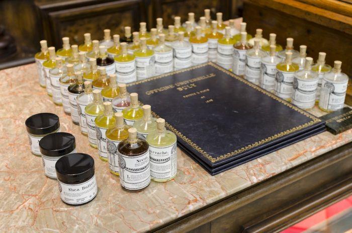 世界中のオイルから厳選された、ビュリーの植物オイルコレクション。種類によってさまざまな効果・効能があり、使用できる箇所もさまざま。スタッフに相談しながらベストな1本を。