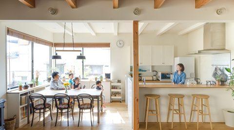 「楽しめる(FUN)家」をつくるシンプルで洗練された落ち着き感のある空間