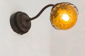 照明は全て、家のテイストに合わせてヴィンテージ風にこだわり、ネットで探したそう。