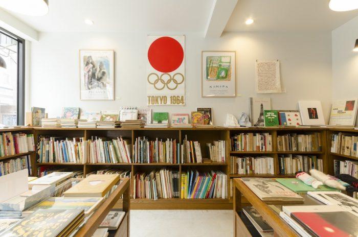 亀倉雄策がデザインした東京オリンピックシンボルマークのポスターもお客さんが持ってきたもの。