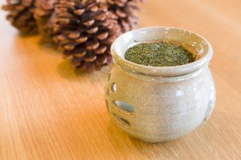 松本宅に漂ういい香りは、この茶香炉からのものだった。「星のやに宿泊した時にお土産として買いました」と梨沙さん。
