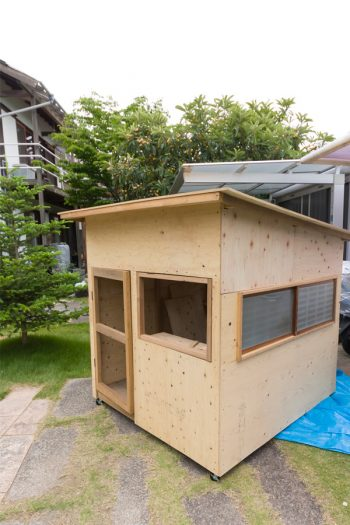 遼太さんのDIYの腕前の高さ! 製作中の小さな家はキャスターをつけリビングに入れるのだそう。波南ちゃんの遊び場になる予定。