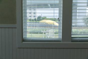窓は元々腰板の上までで設計していたが、施工途中「外がもっとよく見えるように」と、木堂夫妻がサービスで広げてくれたそう。