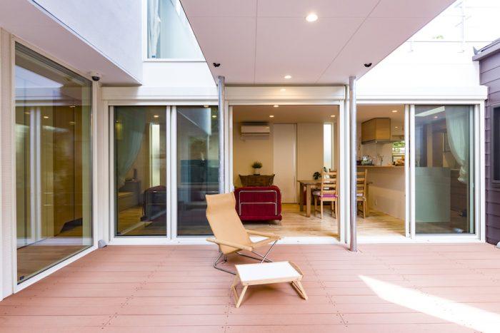 真ん中の棟によってできた屋根が日陰をもたらし、暑さを緩和してくれる。