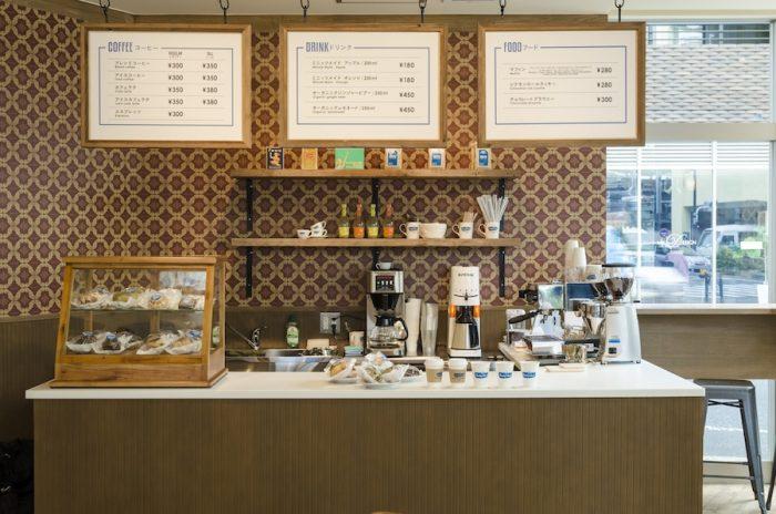 コーヒーは店内で豆を挽いて提供。芳ばしい香りが店内に漂う。