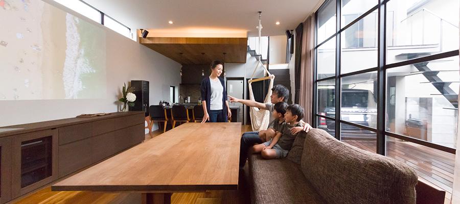 収納のプロの技が光る三次元的な敷地を愉しむシンプルモダンな住まい