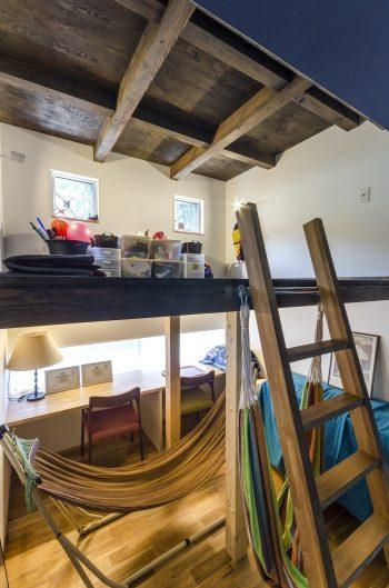 子ども部屋は上部がロフトスペースになっている。