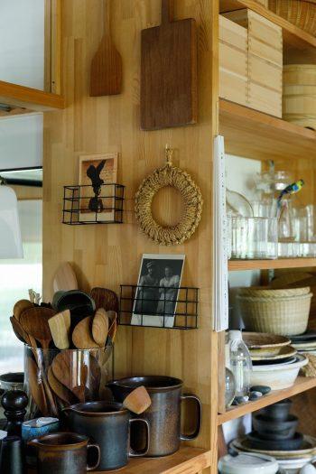 キッチン前のカウンターには調理道具が所狭しと置かれている。見ているだけで楽しい。