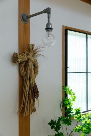 「お米農家やまざき」と「ことほき」の稲藁を素材に、しめ飾りづくりプロジェクト「ことほき」ワークショップでつくったしめ縄。