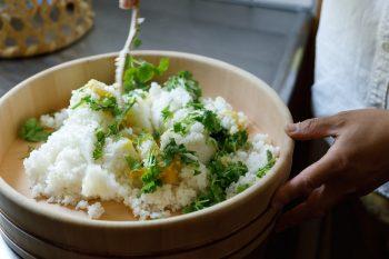もう一種のおむすびの具は、パクチーと塩檸檬でこちらもさわやかな味で美味。