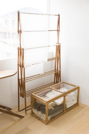 素材の風合いがシンプルな空間に癒しを与える。
