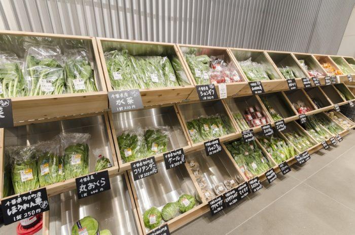 主に東京・千葉で作られた青果が並ぶ。今後は埼玉や神奈川、茨城などの野菜も取り扱う予定。
