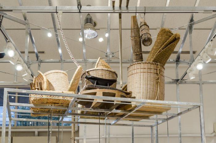 売り場では農具をディスプレイしたり、売り場の什器として活用している。