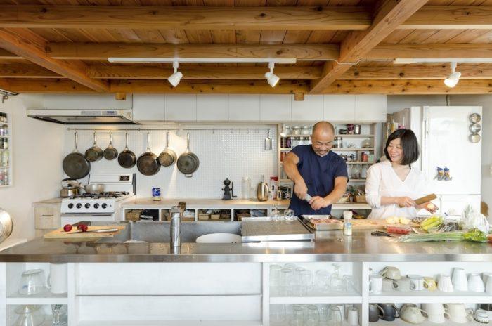 大きなアイランドキッチンは、大人数でも使いやすい。