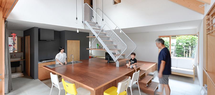 リクエストは大テーブルと土間大きな屋根の下につくられた開放的空間
