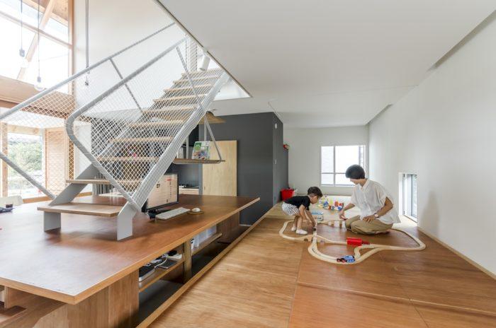 小上がりの奥が和室になっている。ふだんはリビングの一部として使われているが、ご両親が泊まりに来られたときなどには客間として使用される。