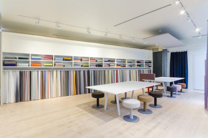 全コレクションが一挙に並ぶ空間は圧巻。